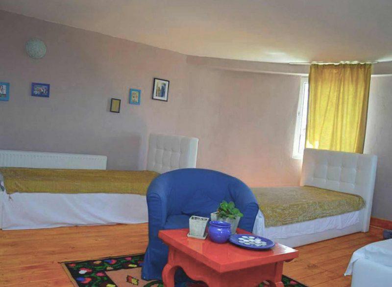 Dormitor amenajat special pentru rezidentele noastre batrane.